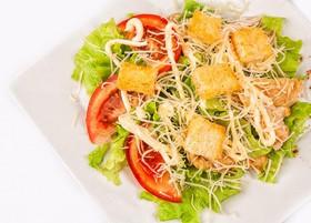 Цезарь салат с курицей - Фото