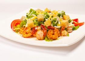 Цезарь салат с тигровой креветкой - Фото
