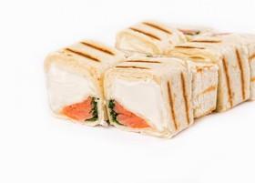 Ролл в тортилье с лососем - Фото