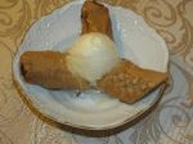 Жареные бананы с карамелью и мороженым - Фото