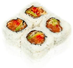 Ролл с лососем и салатом - Фото