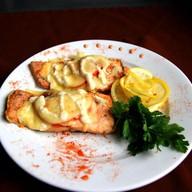 Горбуша запеченая с помидорами и сыром Фото