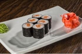 Ролл с копченым лососем и огурцом - Фото