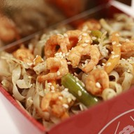 Рисовая лапша, креветки, карри Фото