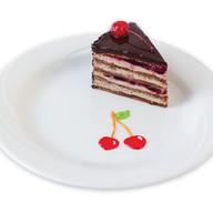 Пирожное вишнево-шоколадное Фото
