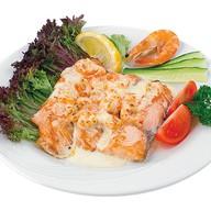 Филе лосося под креветочным соусом Фото