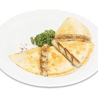 Тортилья с баварскими колбасками Фото