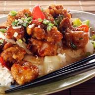 Рис курицей и овощами в чесночном соусе Фото