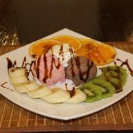 Мороженое с фруктами Фото