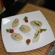 Тортилья с курицей и авокадо Фото