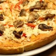 Пицца куриная с грибами Фото
