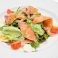 Средиземноморский с лососем и креветками Фото