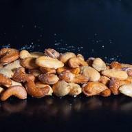 Жаренные орехи Фото
