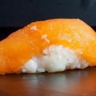 Суши слабосоленый лосось Фото