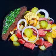 Теплый салат с картофелем Фото