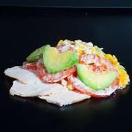 Салат с авокадо и копченой курицей Фото
