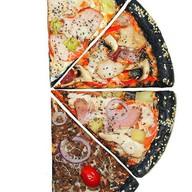 Черная пицца Грибная Фото