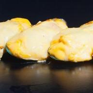Мидии в сырном соусе с сыром Фото