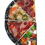 Пицца черная куриная Фото