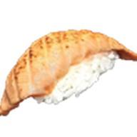 Суши сяке опаленный Фото