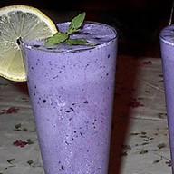 Молочный коктейль черничный Фото