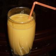 Молочный коктейль персиковый Фото