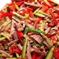 Слоеный салат с говядиной Фото