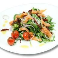 Салат с малосольным лососем Фото