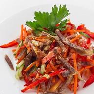 Салат из томленой говядины с овощами Фото