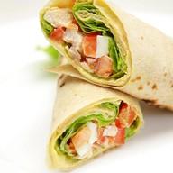Сэндвич-рап с курицей Фото