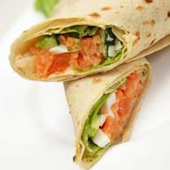 Сэндвич-рап с лососем Фото