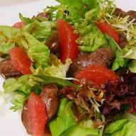 Салат из грейпфрута и куриной печени Фото