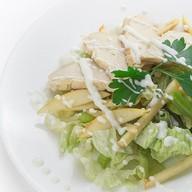Салат из сельдерея с куриным филе Фото