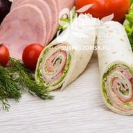 Сендвич-ролл с ветчиной Фото