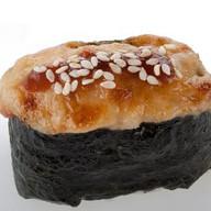 Запеченные гункан суши под соусом Фото