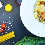 С морепродуктами со сливочным соусом Фото