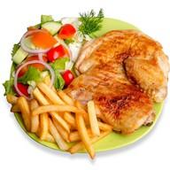 Тарелка с цыпленком Фото