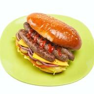 Колбаски из говядины в булочке Фото