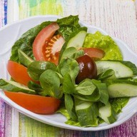 Салатик из свежих овощей Фото