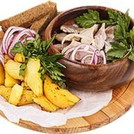Домашняя закуска (сельдь с картофелем) Фото