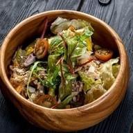 С телятиной, овощами и ореховым соусом Фото