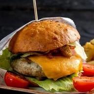 Фирменный бургер из курицы Фото