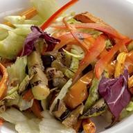 Микс листьев салата с овощами гриль Фото