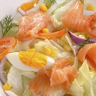 Салат из маринованной семги Фото