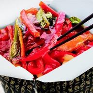 Черная яичная лапша и овощи терияки Фото