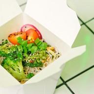 Фунчоза с овощами и кунжутной заправкой Фото