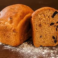 Хлеб с черносливом и изюмом Фото