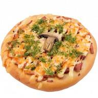 Пицца с колбасой и грибами Фото