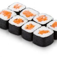 Ролл с копченным лососем Фото