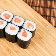 Ролл с копченым лососем Фото